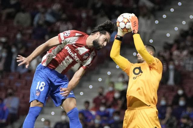 Porto's goalkeeper Diogo Costa catches the ball next to Atletico Madrid's Felipe during the Champions League Group B soccer match between Atletico Madrid and Porto at Wanda Metropolitano stadium in Madrid, Spain, Wednesday, Sept. 15, 2021. (AP Photo/Manu Fernandez)
