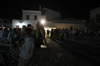Greek bar owners not taking virus restrictions too kindly