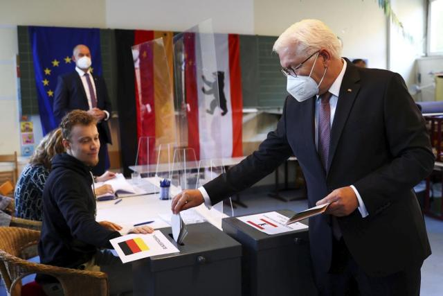 German President Frank-Walter Steinmeier casts his vote for the national elections in Berlin, Germany, Sunday, Sept. 26, 2021. (Kai Pfaffenbach/Pool via AP)