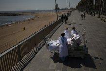 Spanish doctors hope beach trips can help ICU virus patients