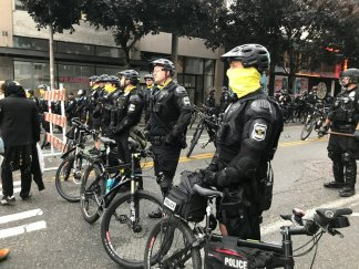 """Following Mayor's orders, Seattle police confront dozens of protesters at the """"Capitol Hill Occupied Protest"""" zone"""