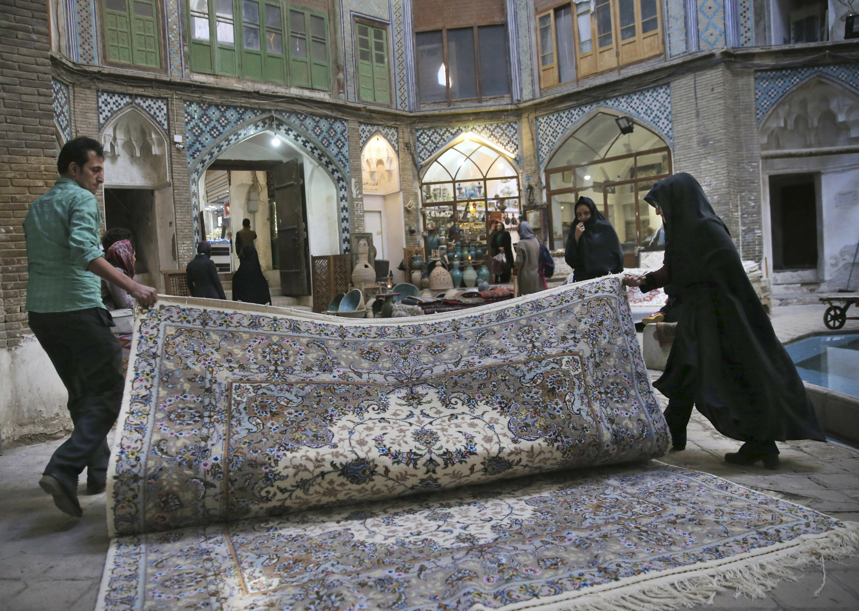 Iran S Persian Rug Makers Suffer As Us Unravels Nuclear Deal