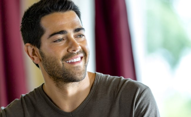 Jesse Metcalfe Revels In Real Life Romance Music On Tv