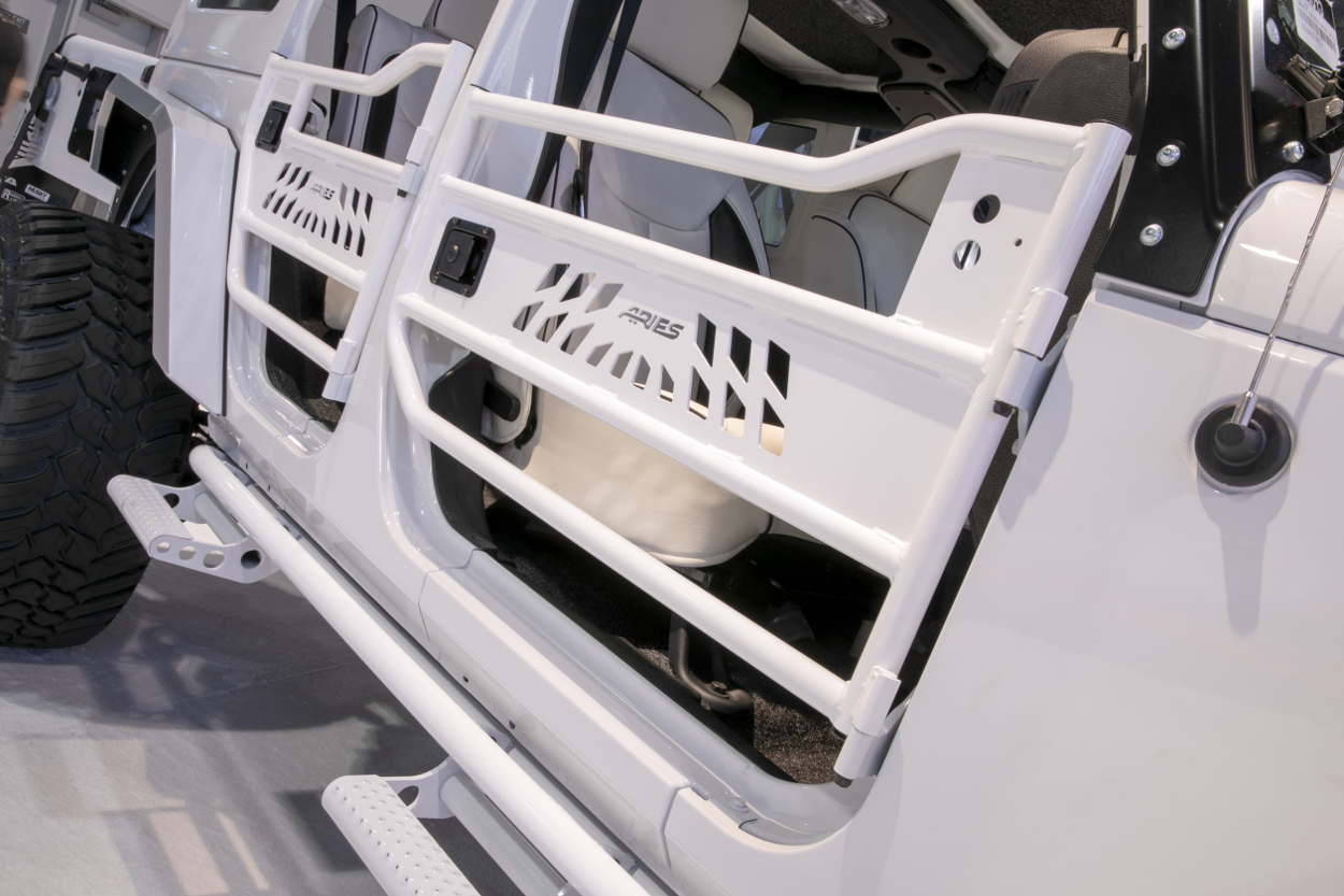 Learn about Jeep Wrangler  Gladiator Tube Doors from ARIES