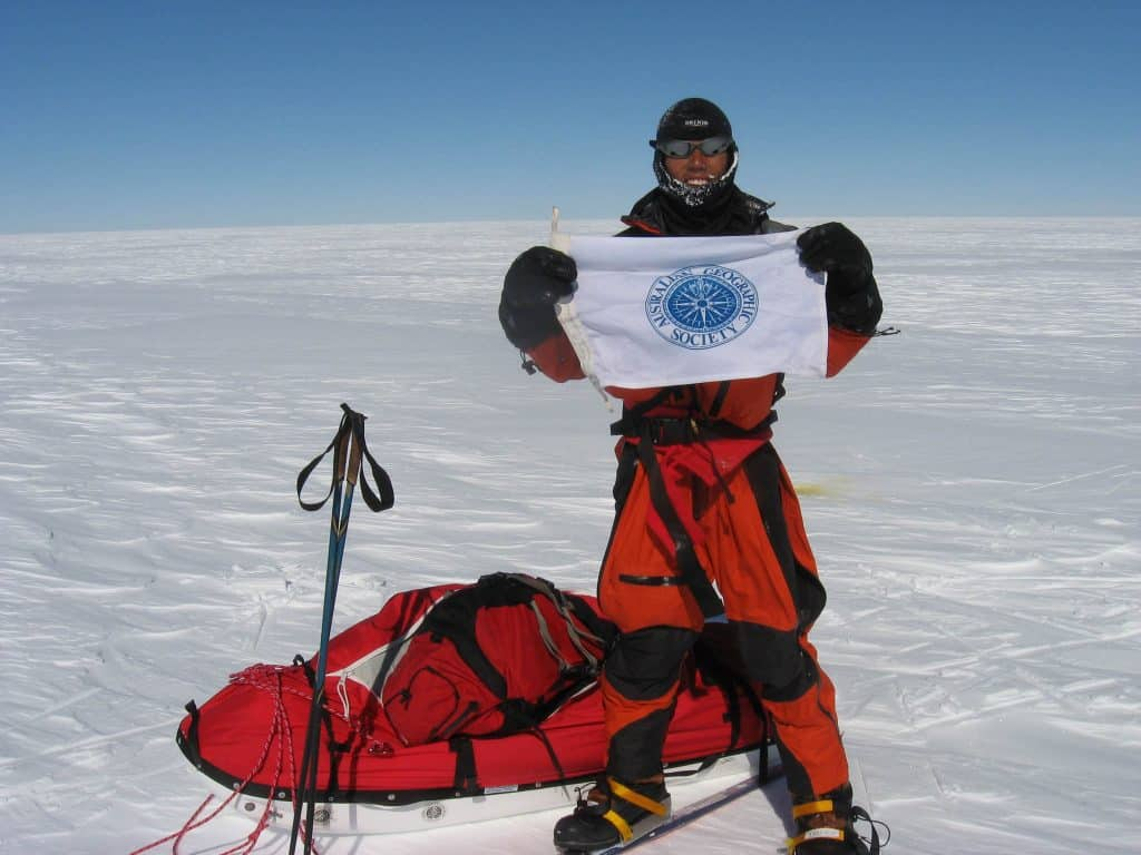 This landscape selfie shows Roger Chao holding up the Australia Geographic Society Flag in the middle of the Greenland ice sheet. He is wearing specialist expedition gear. He later told me that he was wearing a Original Buff® as liner and he loved it. Soure: Roger Chao www.steppebysteppe.com.au © Permission to use on our websites