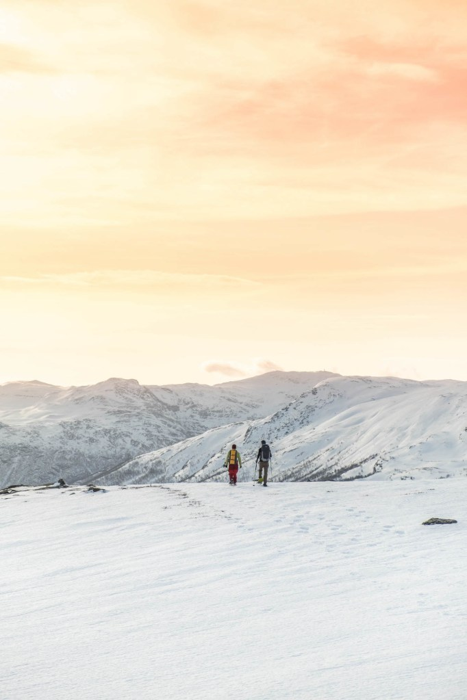 In the middle of snowhere – Snowshoeing at Filefjell 2 – theworldpursuit.com