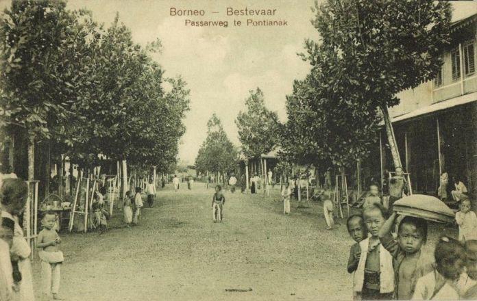 Indonesia Borneo Bestevaar Passarweg Te Pontianak 1910s Postcard Hippostcard