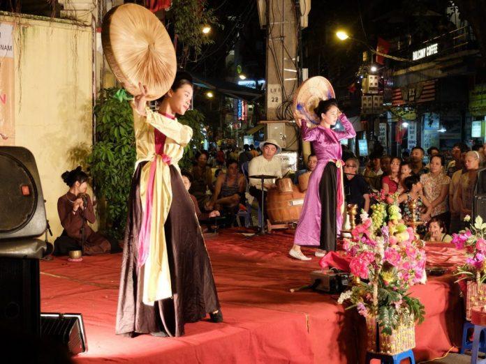 Vietnamese opera performance