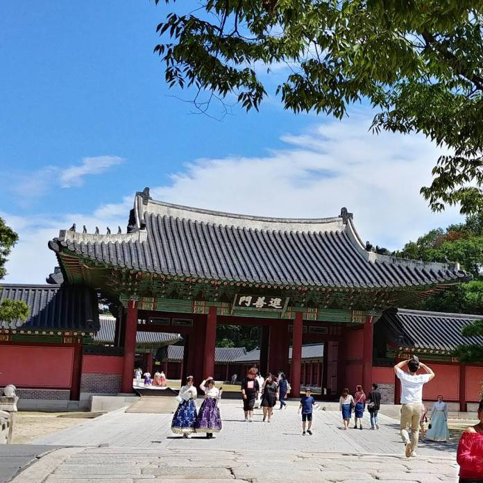 Guide to Changdeokgung and Huwon