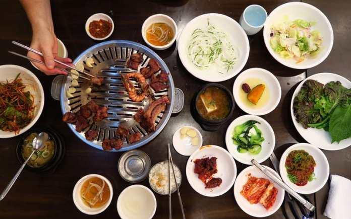 Bữa ăn địa phương ở Hàn theo du lịch Hàn Quốc tự túc