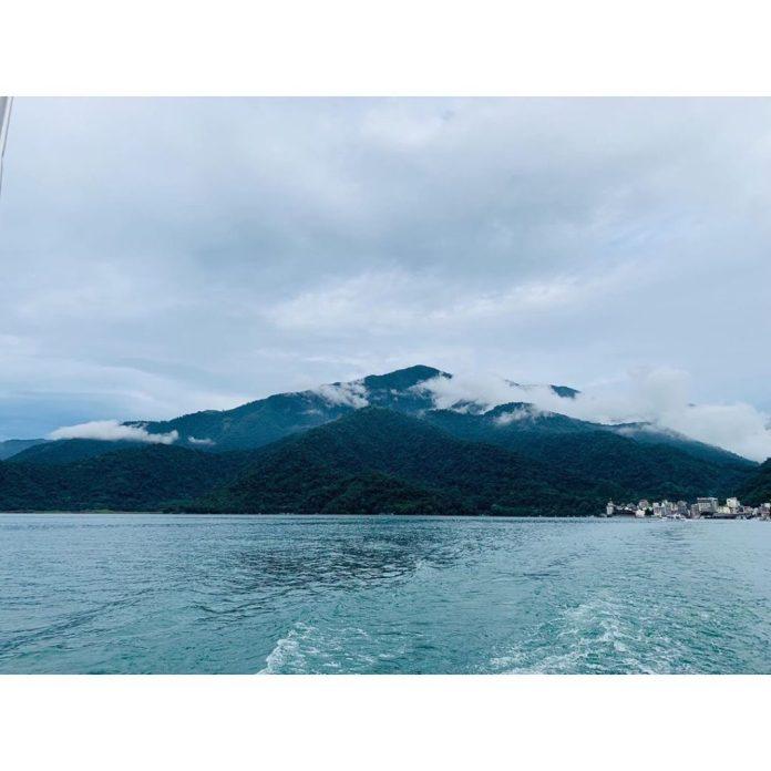 núi non quanh hồ nhật nguyệt