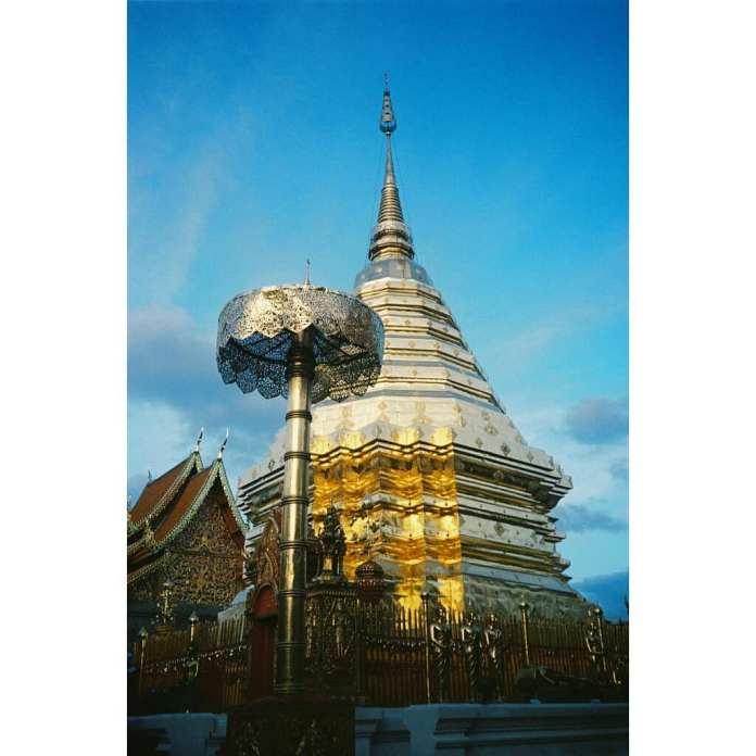 bảo tháp lớn Chedi bằng vàng