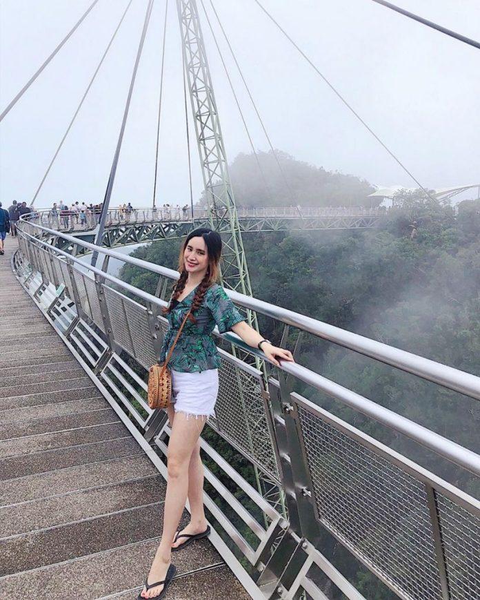 cầu đi bộ trên không SkyBridge
