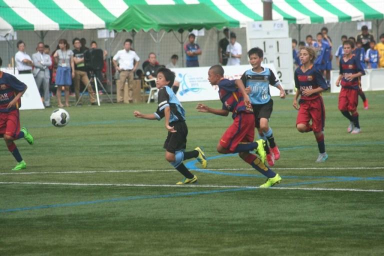 ゴールへ迫る佐川選手と五十嵐選手