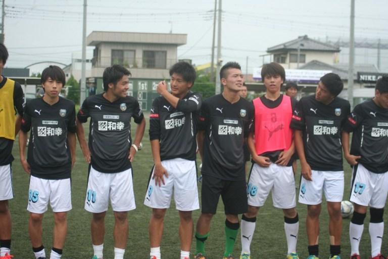 試合を前にした川崎フロンターレU-18の選手たち