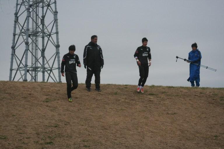 トレーニングに励む浦上GKコーチと早坂、浅川の両選手