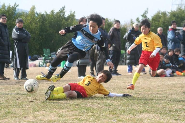 右サイドを突破する佐々木輝大選手