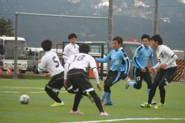 後半はゴール前に選手が顔を出す場面が増えた。池谷祐輔選手㊧と道本大飛選手