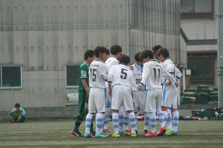 試合に臨むフロンターレの選手たち。この日から新しい背番号に