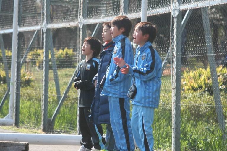 応援に駆けつけたフロンターレの選手たちも
