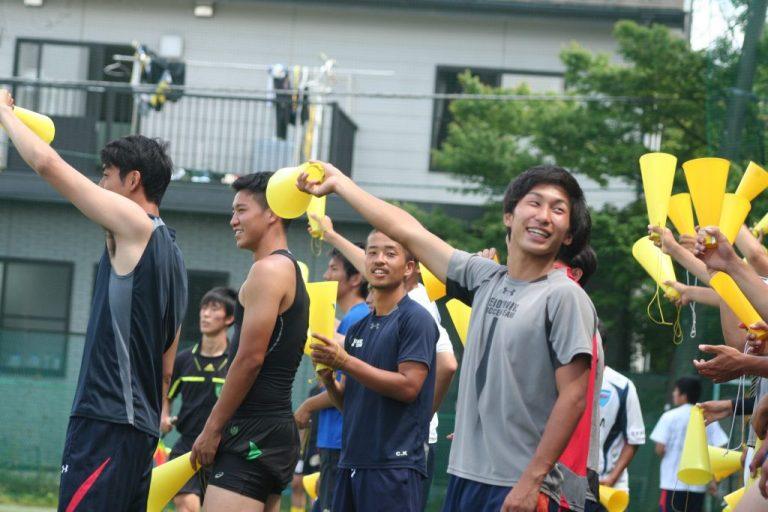 熱い声援を送った慶應の選手たち