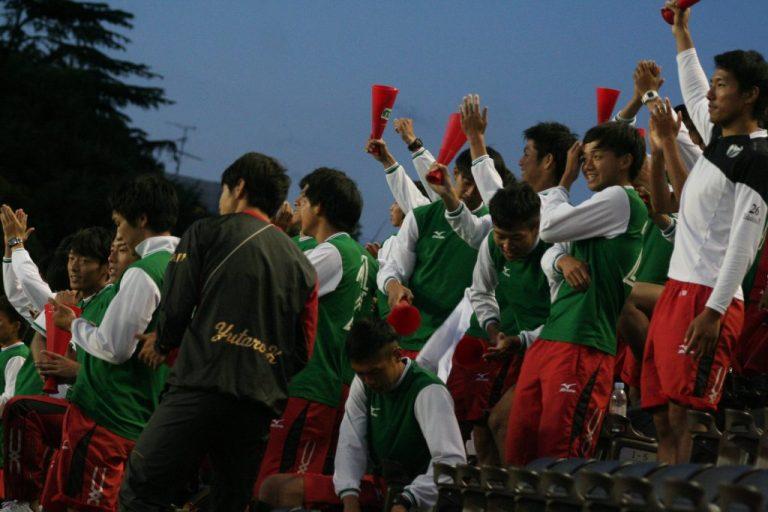 熱い声援を送った大阪体育大の選手たち
