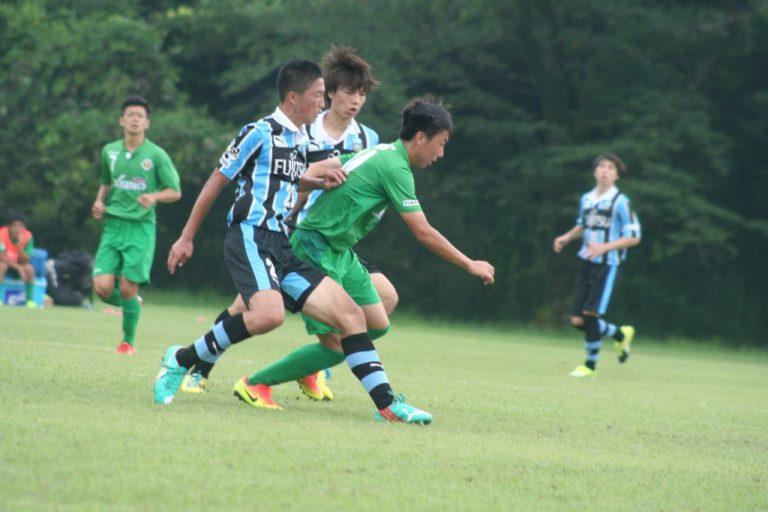 距離感よくいい守備を見せる。新井秀明選手、田中碧選手