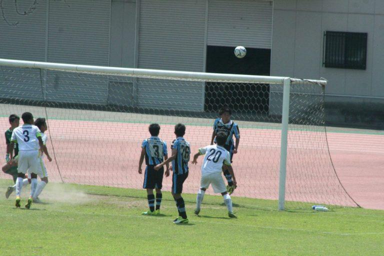 村田聖樹選手がクリア。ゴールを許さない