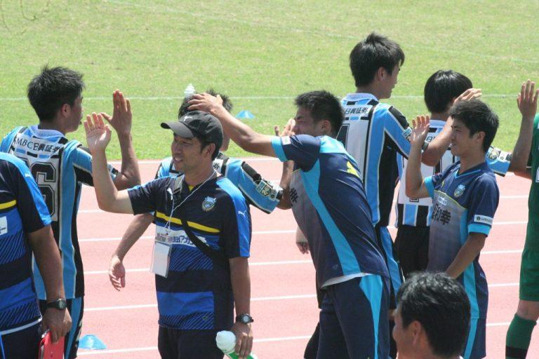 選手を支える境宏雄トレーナー、新居俊介選手、横山尚貴選手