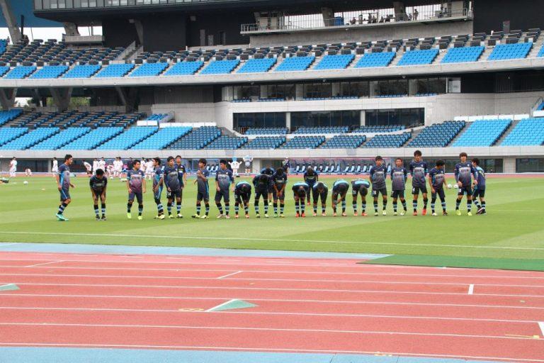続いてフィールドプレイヤー達もサポーターに挨拶。
