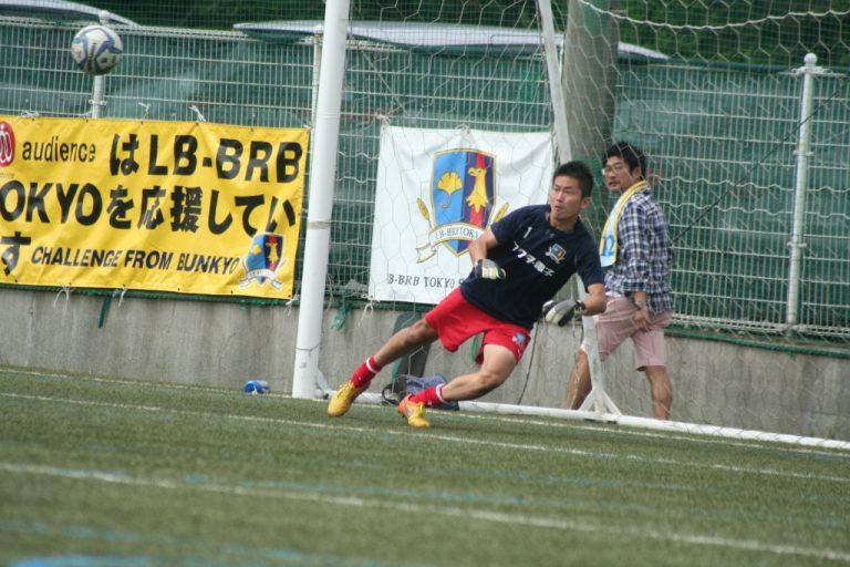 ハーフタイム、出場に備えるLB-BRB TOKYOのGK神舎宏選手。筑波大では谷口彰悟選手や車屋紳太郎選手のチームメート