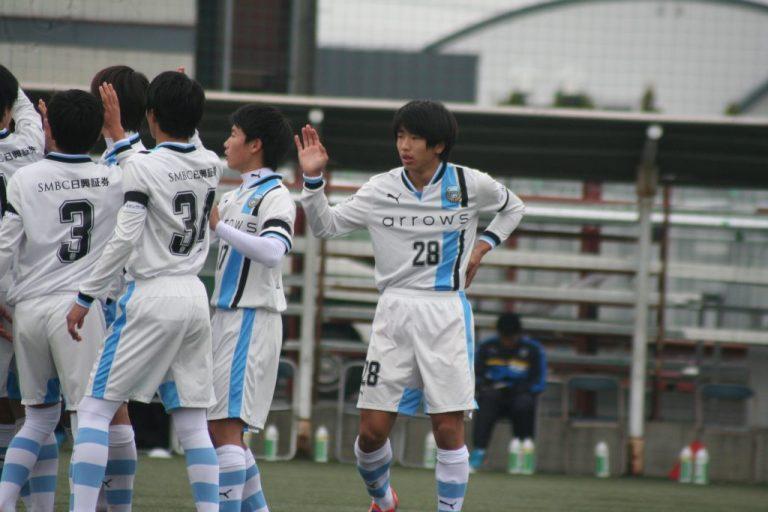 後半から山田新選手が出場
