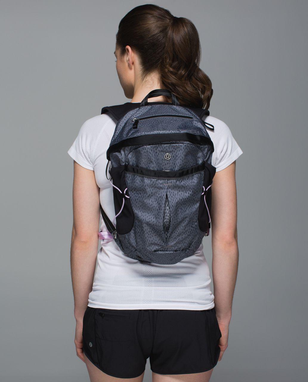 Lululemon Run All Day Backpack  Dottie Dash Slate Black