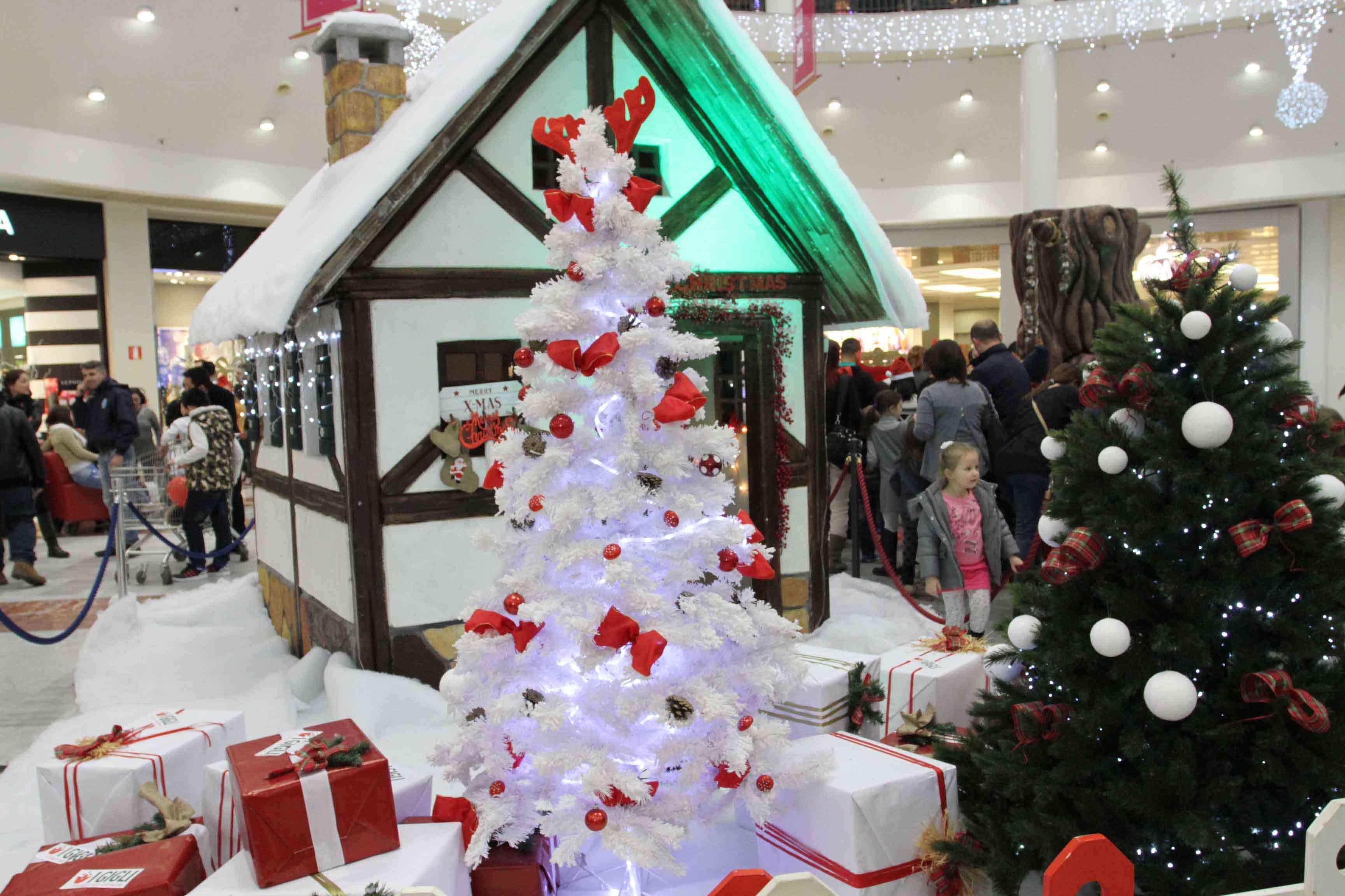 Babbo Natale 8 Gallery.Ai Gigli Con Babbo Natale E Le Renne Nel Giorno Degli Acquisti