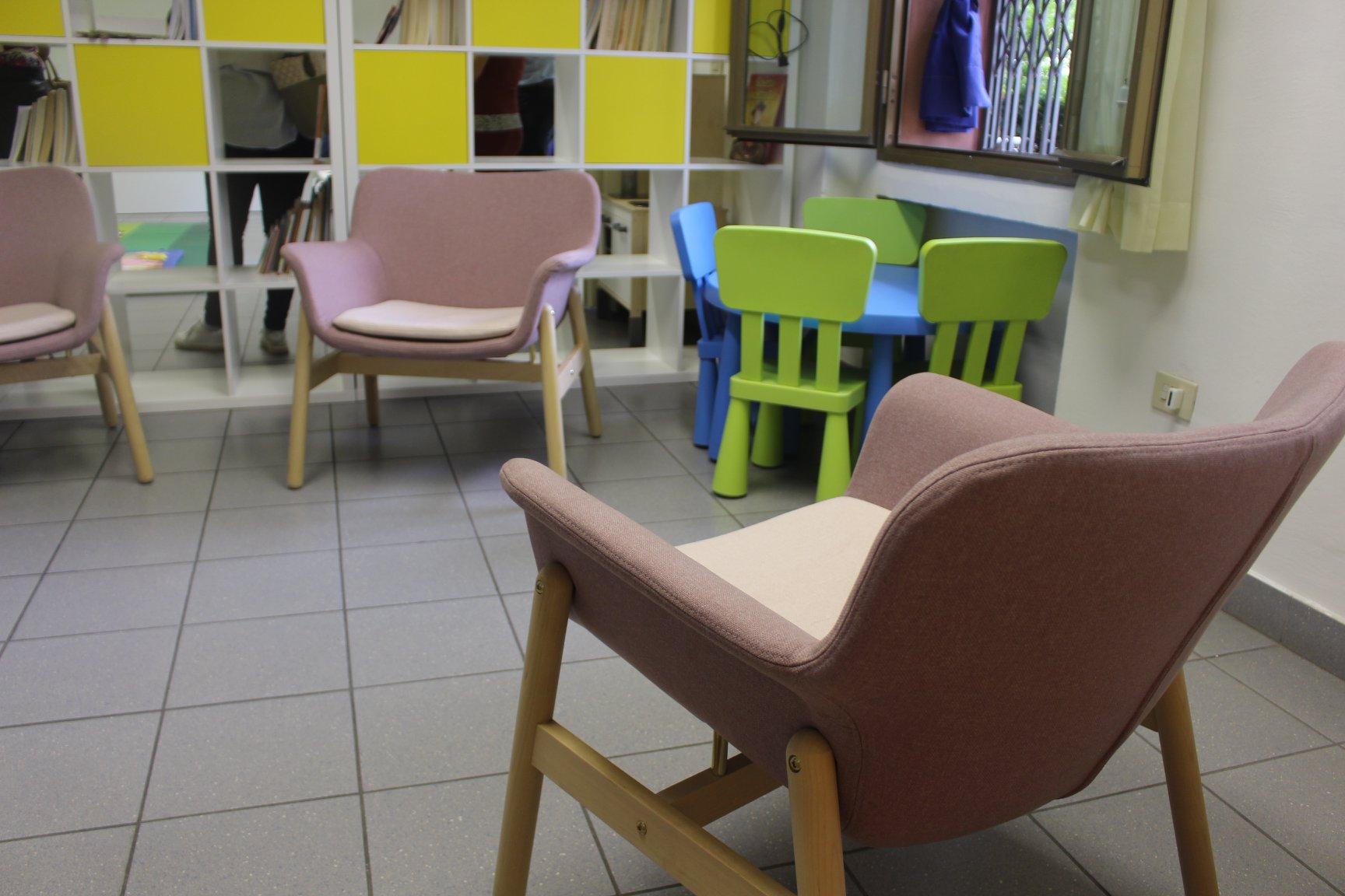Nuovi Arredi Donati Da Ikea Alla Biblioteca E Al Melograno