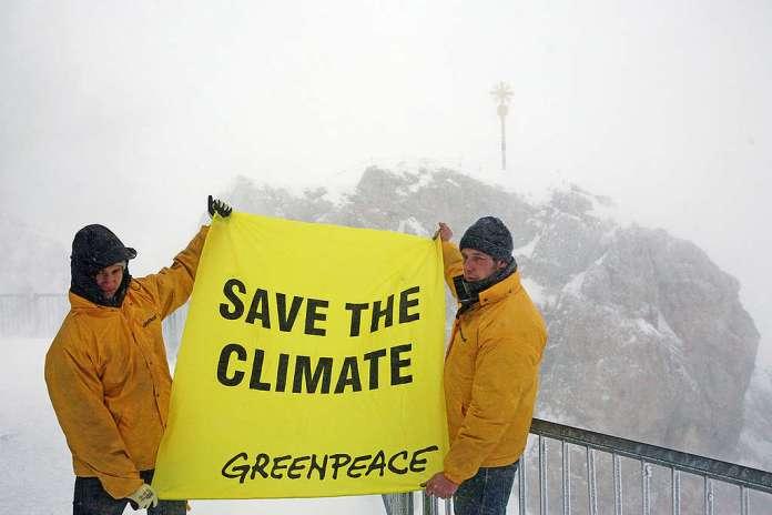 Climate Projection in Zugspitze. © Greenpeace / Jens Küsters