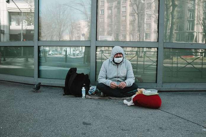 Homeless in Marseille during the Corona Virus Shutdown. © Theo Giacometti / / Greenpeace