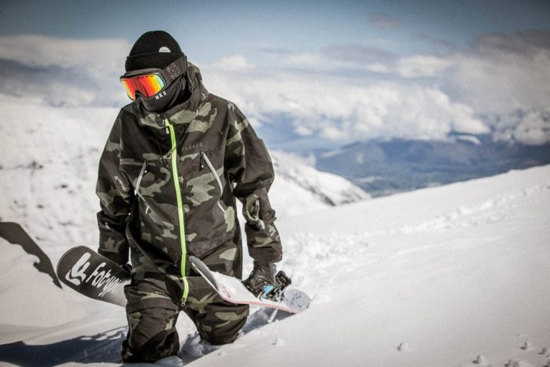 skier wearing coronavirus face mask