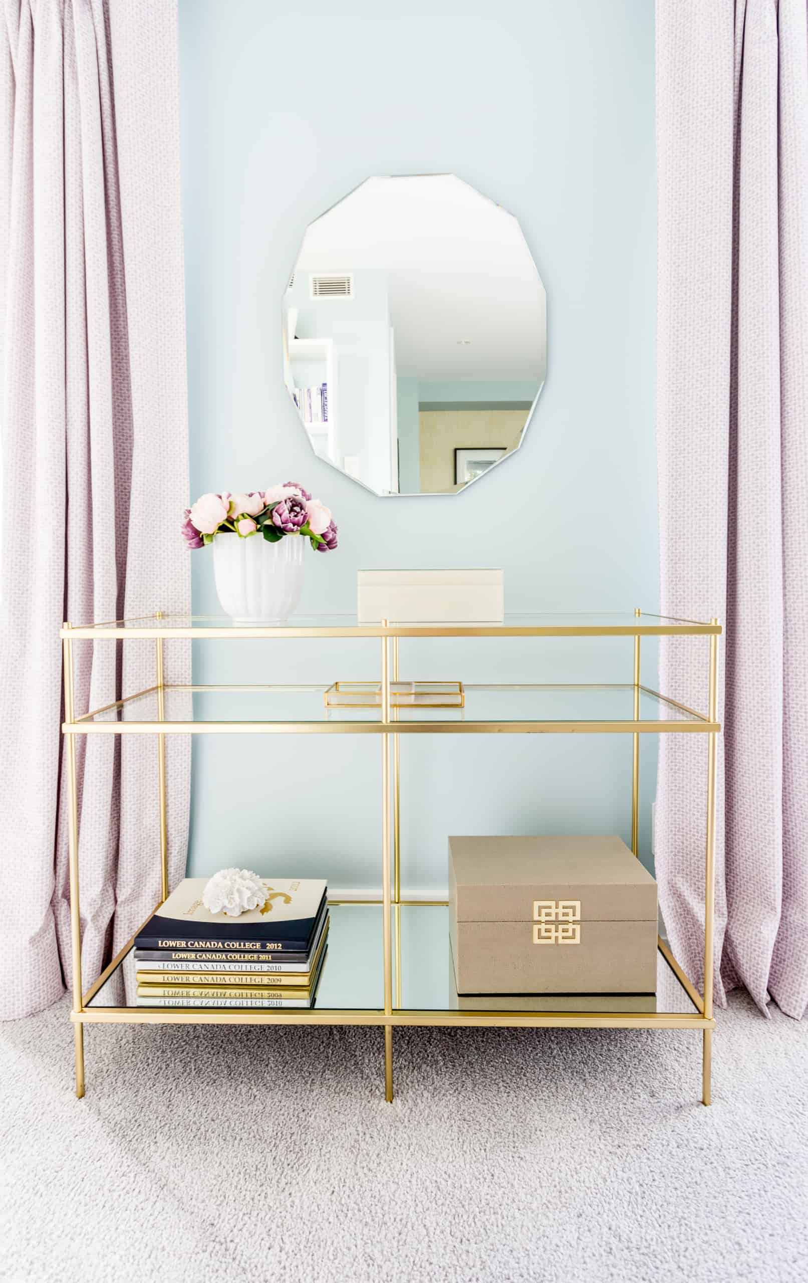 Glass cabinet with a trim of gold