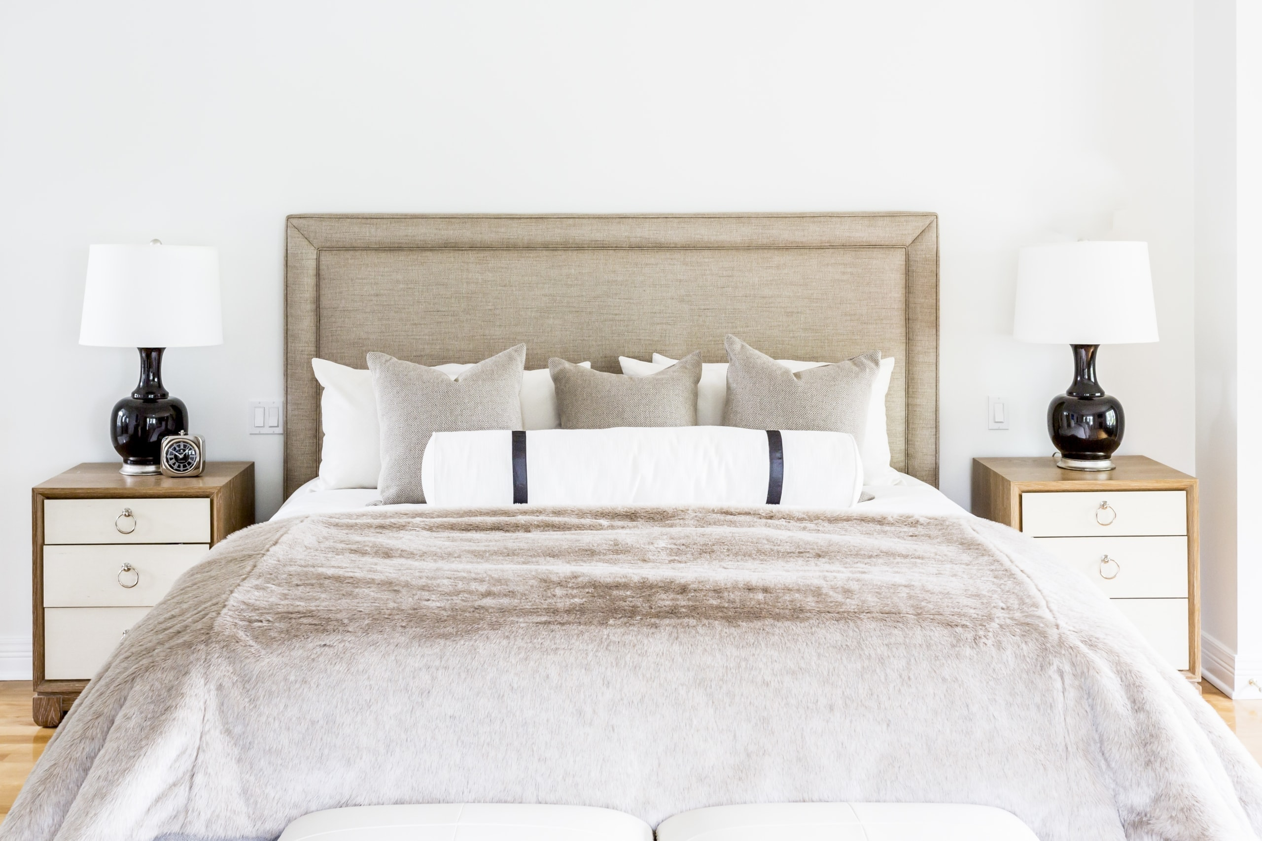 Large bed with the same bedside table and lamps on each side