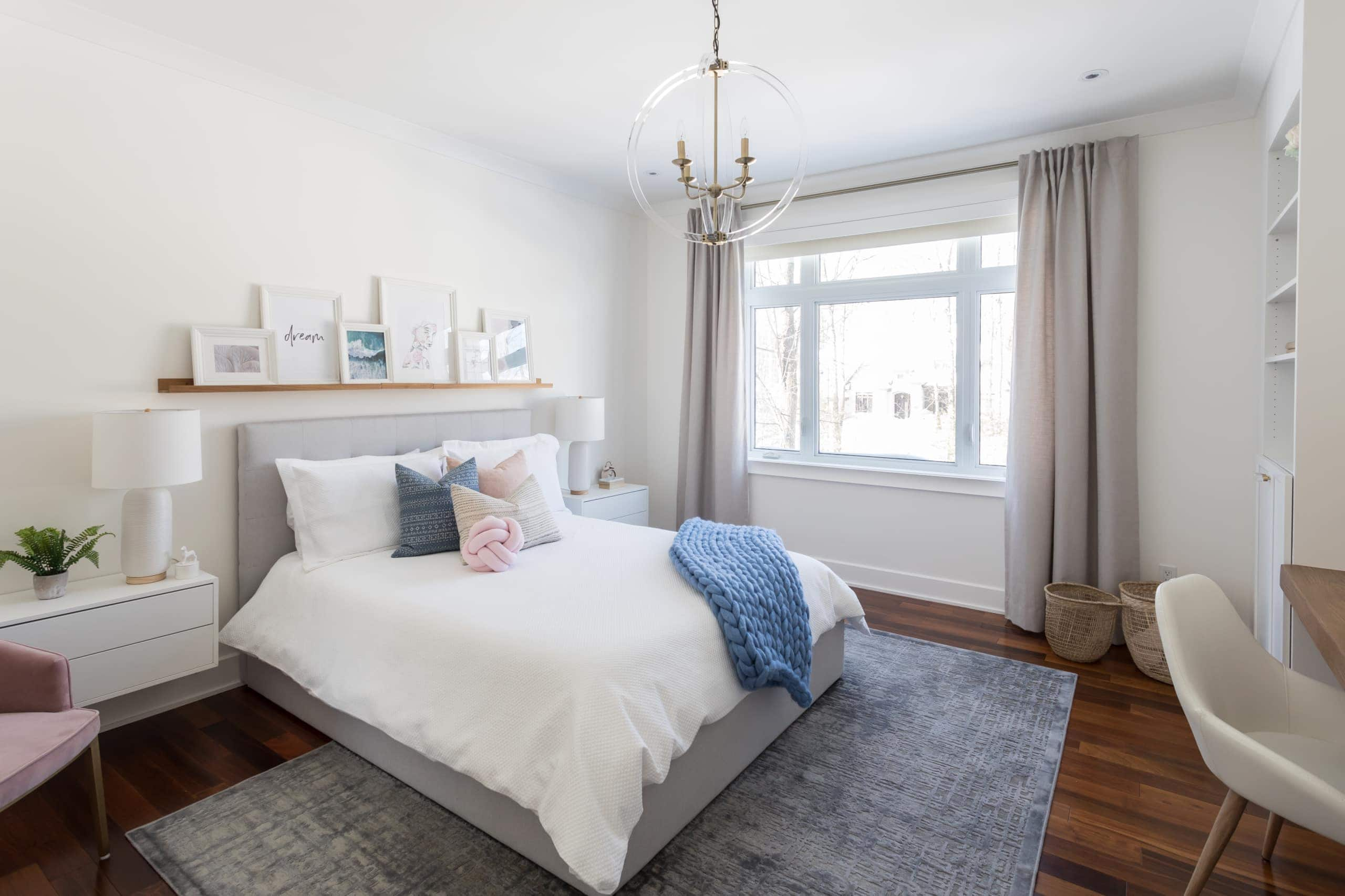 Bedroom containing a medium sized white bed