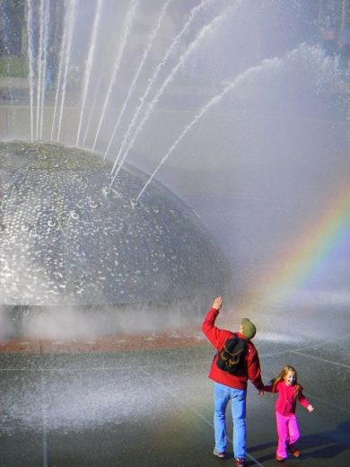 Fountains can be wonderful places for rainbow conjurers