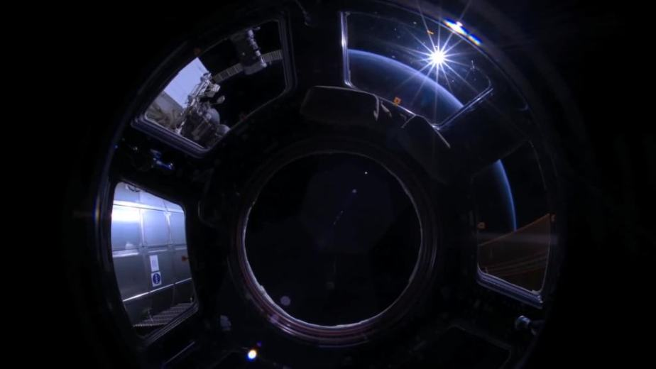 Orbit Timelapse - Intl Space Station - compiled by Selmes Films via NASA - 10