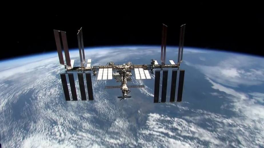 Orbit Timelapse - Intl Space Station - compiled by Selmes Films via NASA - 12
