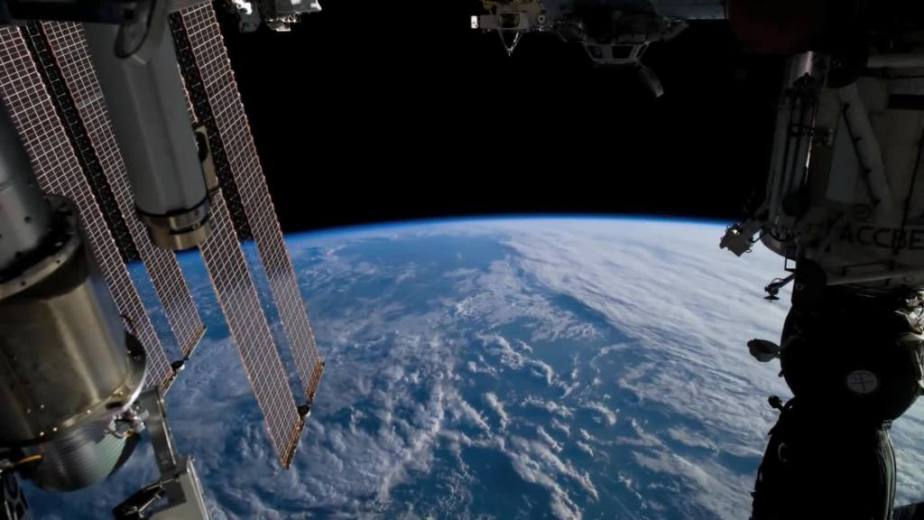 Orbit Timelapse - Intl Space Station - compiled by Selmes Films via NASA - 14