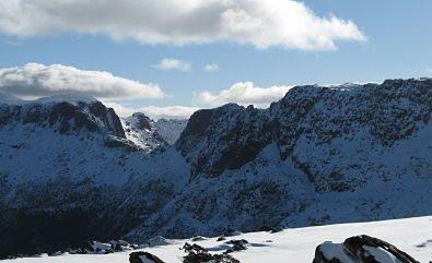 Ducane Traverse - by Cam Walker - L-R Ducane Range, Big Gun Pass & Mt Massif from near Castle Crag