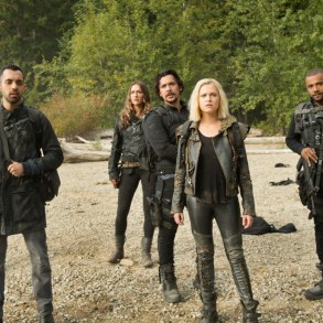 "The 100 -- ""Sanctum"" -- Image Number: HUN601b_0157r.jpg -- Pictured (L-R): Jordan Bolger as Shaw, Sachin Sahel as Jackson, Tasya Teles as Echo, Bob Morley as Bellamy, Eliza Taylor as Clarke and Jarod Joseph as Miller -- Photo: Diyah Pera/The CW -- © 2019 The CW Network, LLC. All Rights Reserved."
