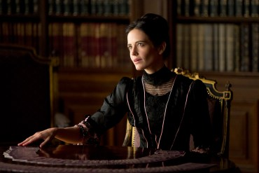 Eva Green as Vanessa Ives in Penny Dreadful (season 1, episode 1). - Photo: Patrick Redmond/SHOWTIME - Photo ID: PennyDreadful_S1_QU6A2491
