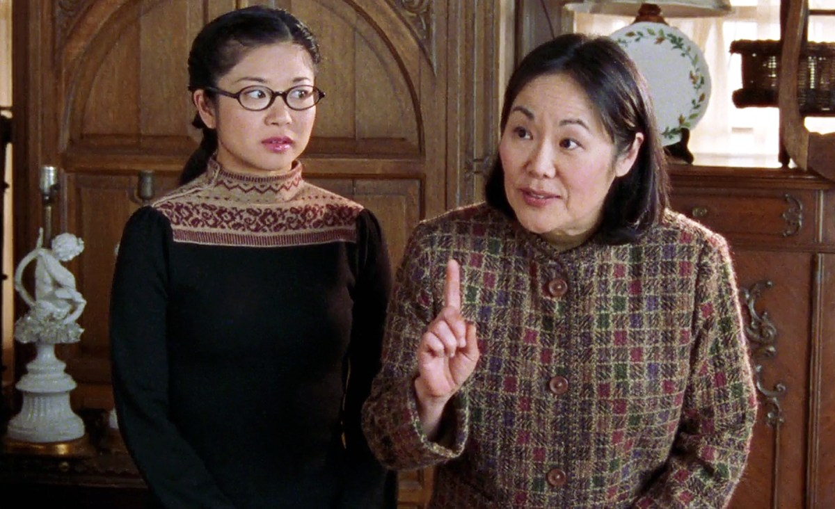 Mrs. Kim holds a conversation with her daughter Lane beside her in Gilmore Girls.