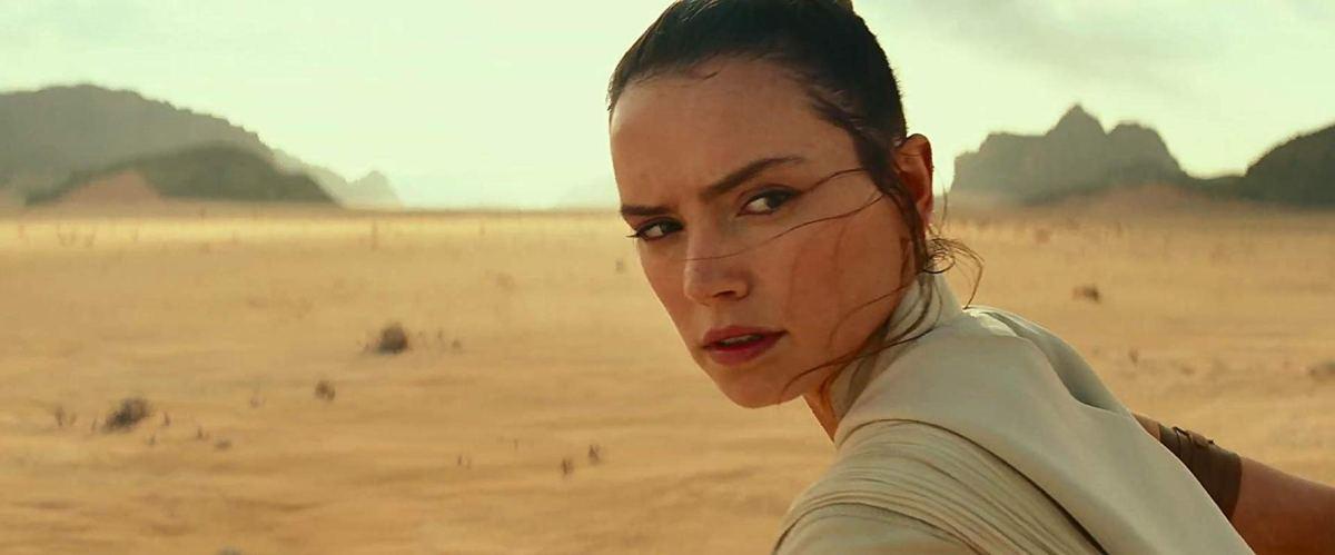 Rey on the desert planet Pasaana